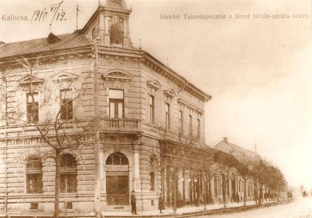 Fotó: A Sárközi Takarékpénztár (Képeslap a 19. század végéről. Asbóth M. gyűjt.)