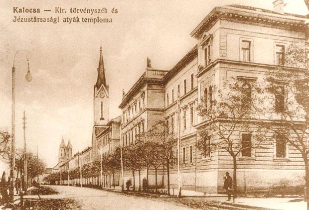 Fotó: A törvényszék épülete (Képeslap az 1900-as évek elejéről. Asbóth M. gyűjt.)