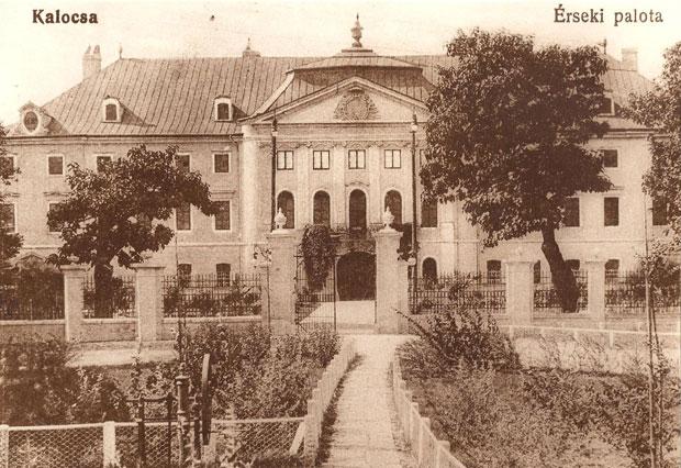 Fotó: Érseki kastély a századfordulón (Korabeli képeslap. Asbóth M. gyűjt.)