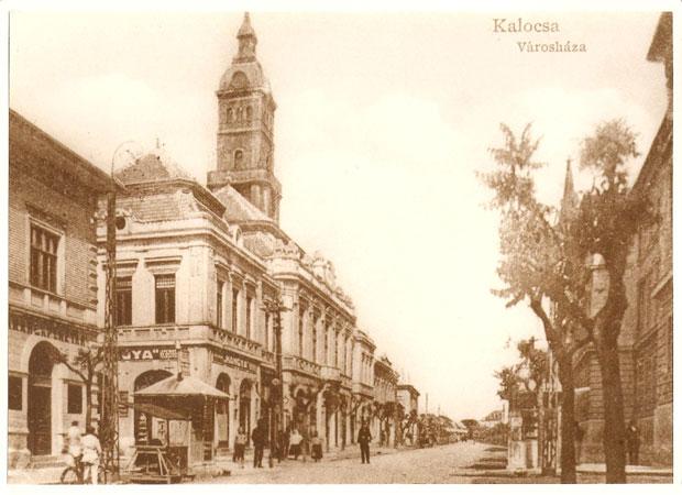 Fotó: Az új városháza (Képeslap az 1920-as évekből. Asbóth M. gyűjt.)