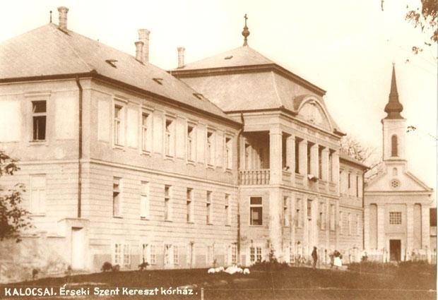 Fotó: A kórház 1927-ben elkészült épülete (Korabeli képeslap. Asbóth M. gyűjt.)