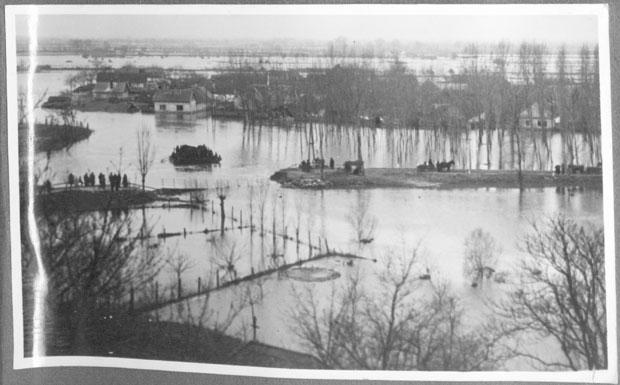 Fotó: 1941-es árvíz (Ismeretlen fotós korabeli felvétele. Asbóth M. gyűjt.)