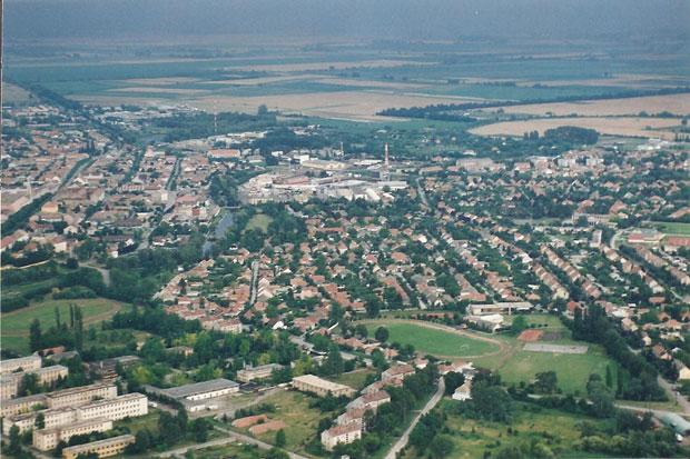Fotó: Bürgerkert az 1990-es években (Fotó Mezei Béla. Asbóth M. gyűjt.)
